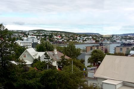 New: Top floor apartment w/view over Hafnarfjordur - Hafnarfjordur