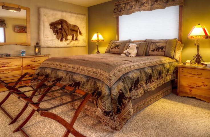 Snowstorm Retreat: Sweet Private Suite in Breck!