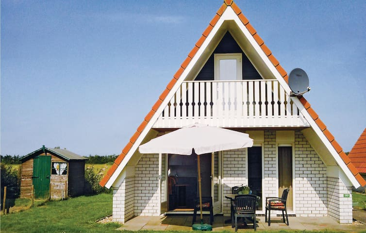 Holiday cottage with 3 bedrooms on 85 m² HNH021