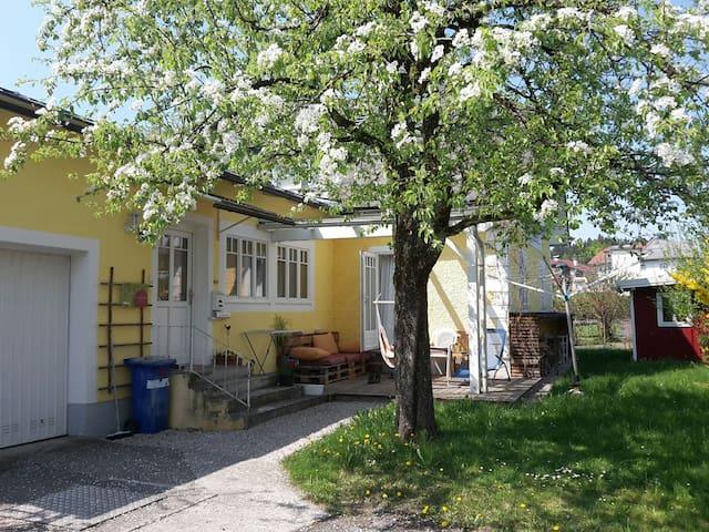 Zimmer in charmantem Haus mit Garten - Women only