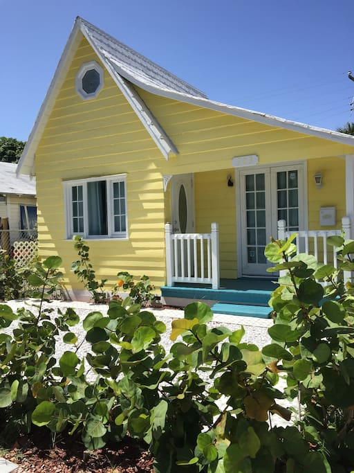PALM BEACH MEETS THE FLORIDA KEYS AT OUR GORGEOUS YELLOW TROPICAL COTTAGE!