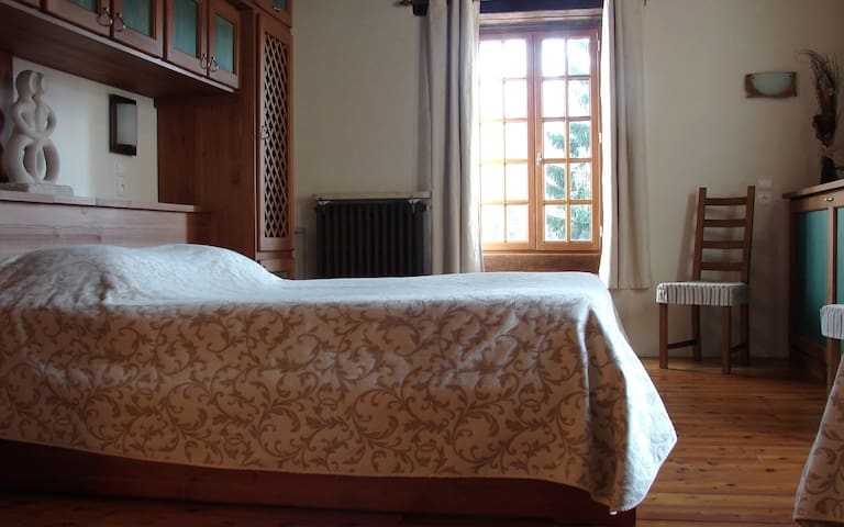 Chambre dans un ancien moulin - Fontaine-française - Bed & Breakfast