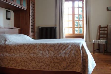 Chambre dans un ancien moulin - Fontaine-française
