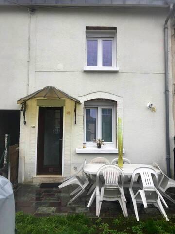 Petite maison de 50m2 avec une chambre privée 20m2