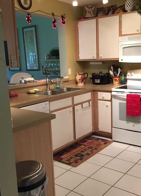 Kitchen opens to DR/LR w/view of lanai & landscaped outdoors
