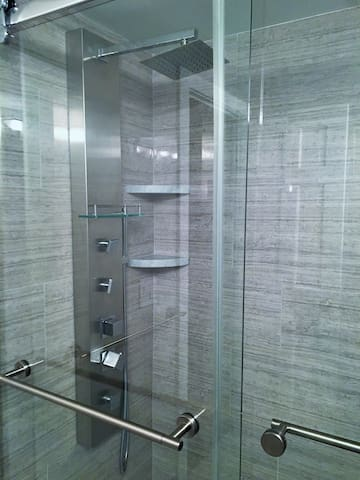 Deluxe shower with 3 body spray nozzles.