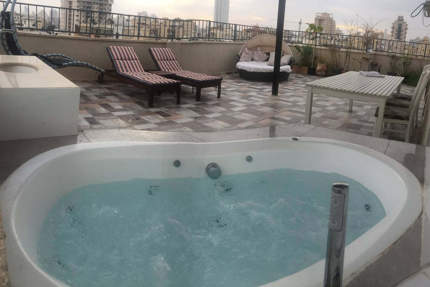 The jacuzzi in the terrace