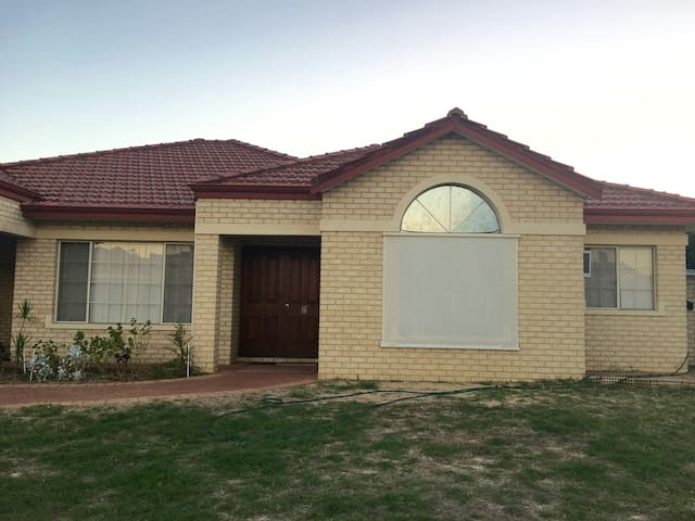 The Perfect Central Stay- 12mins to Perth City - Perth - House
