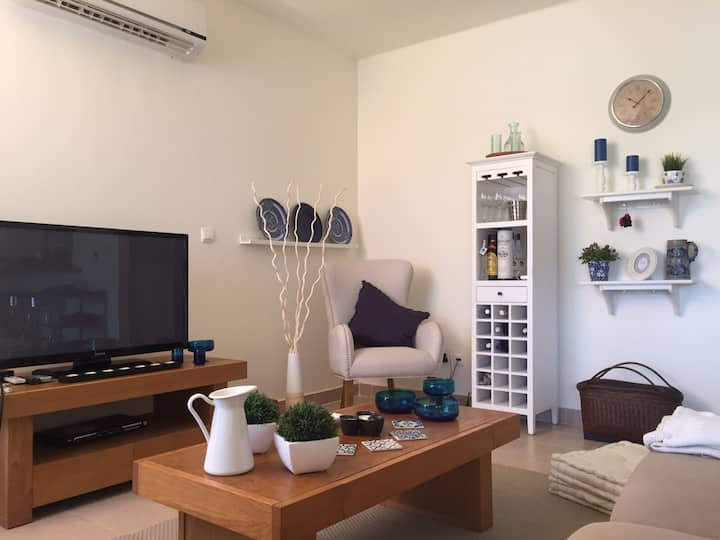 2 BR Apartment in Emaar Marassi
