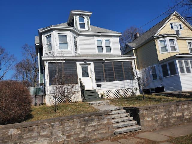 Large 4 bedroom house near Syracuse University