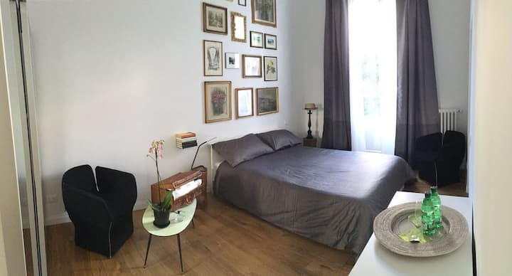 Room with private garden in Florence
