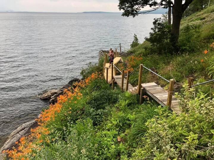 Lakefront Cottage on beautiful Lake Champlain