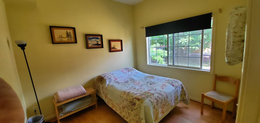 Yellow Private Room w/Full Bed and Bathroom