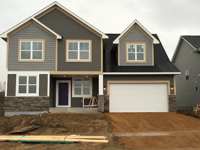 Brand New Home 2.5 Mi Ryder Cup - Chanhassen - Casa