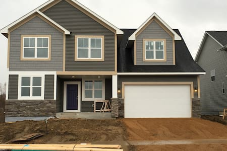 Brand New Home 2.5 Mi Ryder Cup - Chanhassen - House