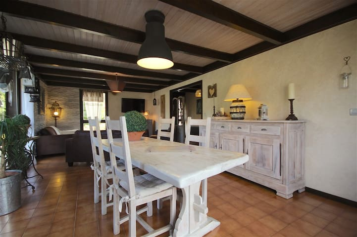 4 bedrooms chalet in a sunny area of Morzine