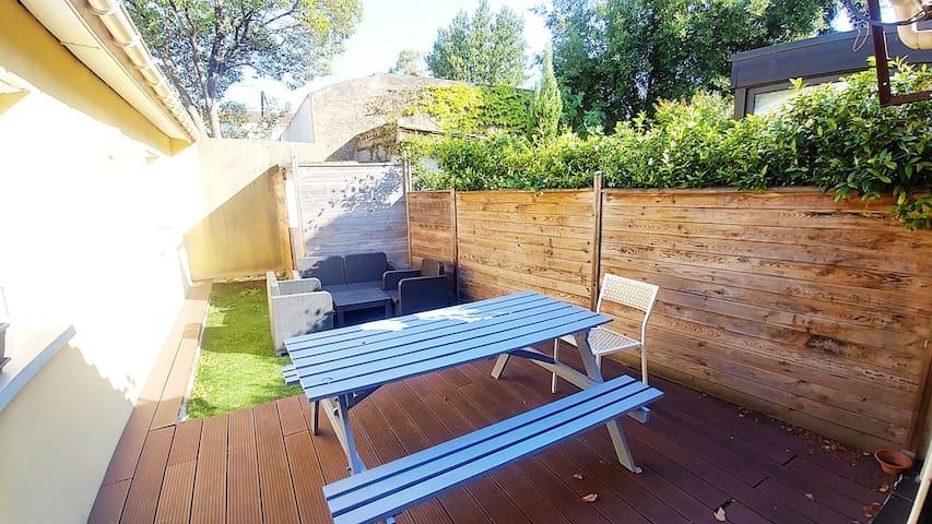 Typical Bordelais house with terrace & garden