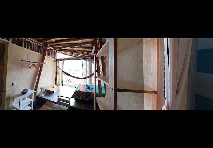 Loft in a bamboo cottage - SanAntonio neighborhood