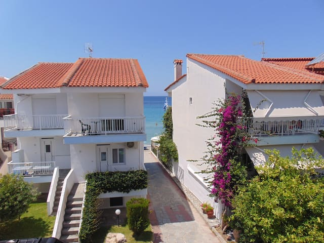 Beautiful beach house few steps from the sea - Fourka - Apartment