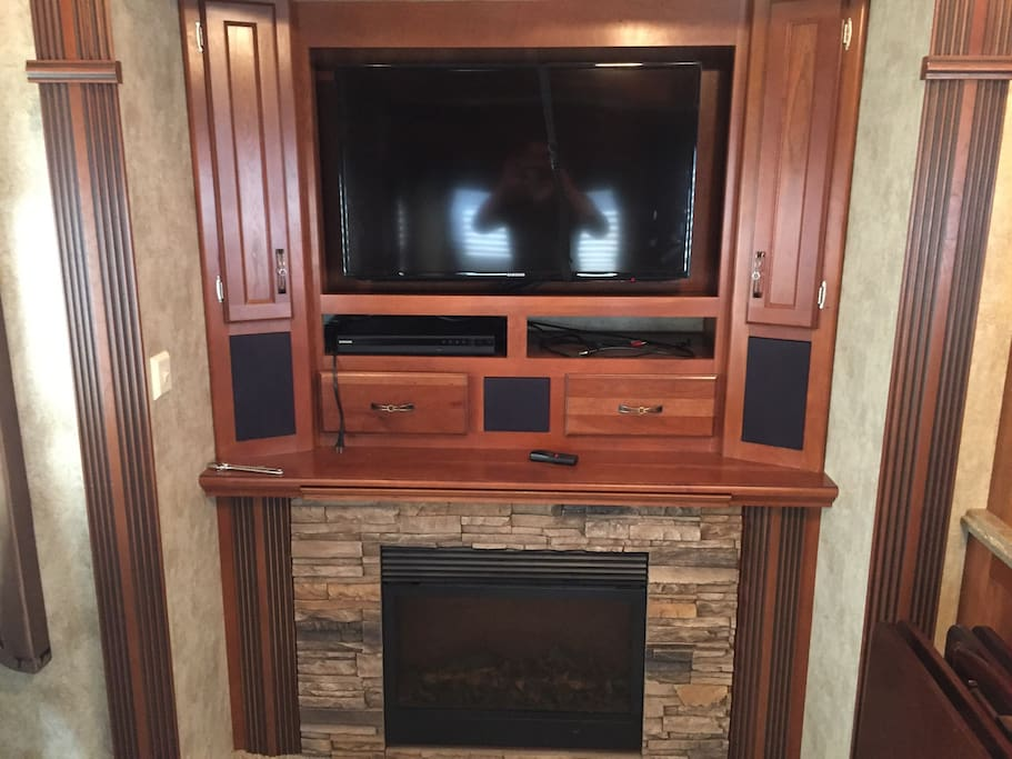 Beautiful tv with surround sound speakers and a dad player to watch movies and relax!