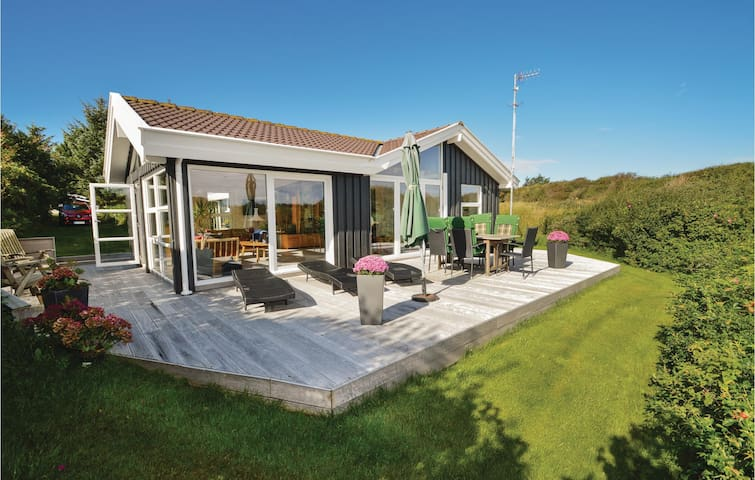 Holiday cottage with 3 bedrooms on 88m² in Hjørring