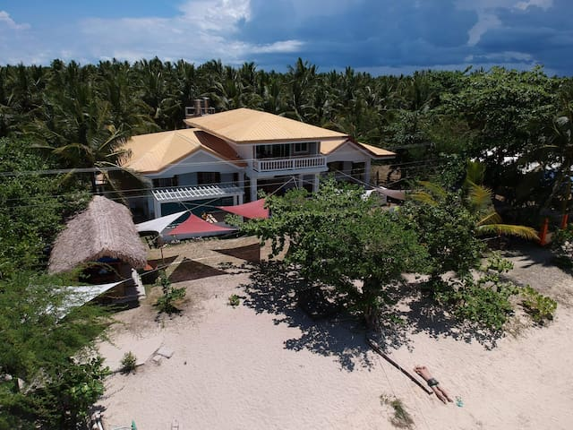Cozea Beach Lodge Maniwaya -  AC room (4pax)