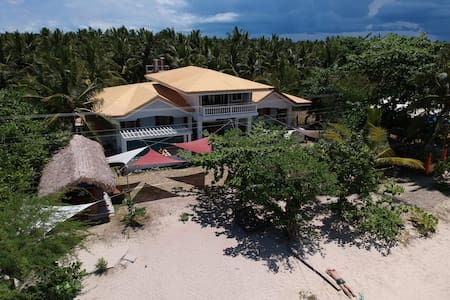 Cozea Beach Lodge Maniwaya -  AC room (4pax)