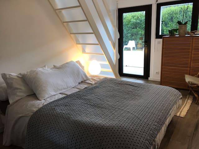 Chambre 5 Rez de chaussée  avec une mezzanine comportant 2 couchages supplémentaires