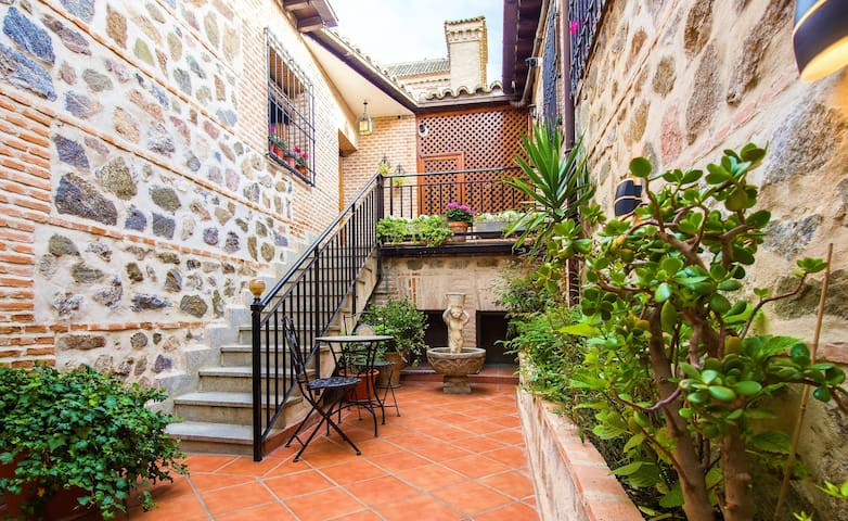 House in the old town. Easy access and parking