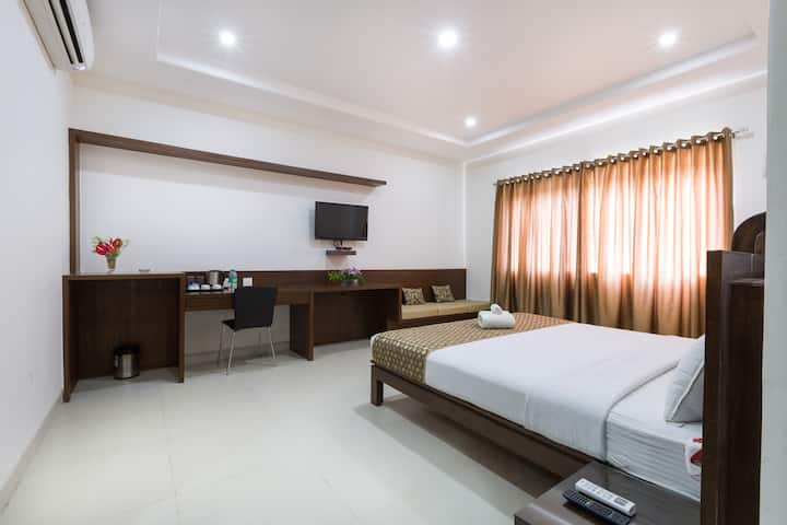 Spacious Premium Room w Breakfast @ Sanctum RMV