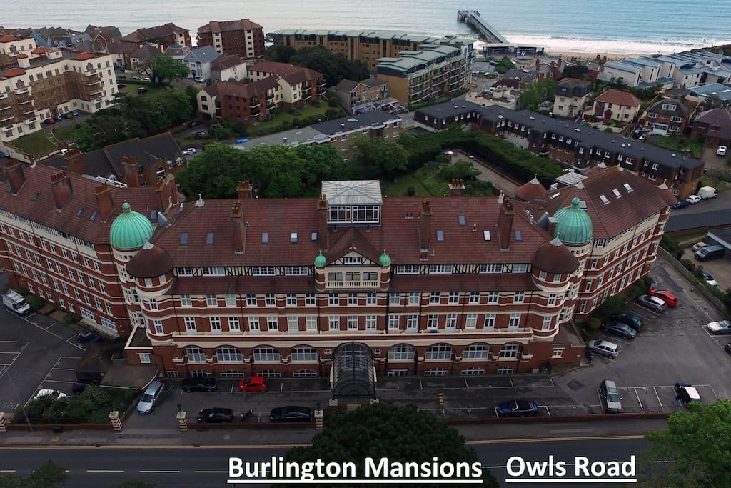 Aerial view showing the whole building and proximity to the sea!