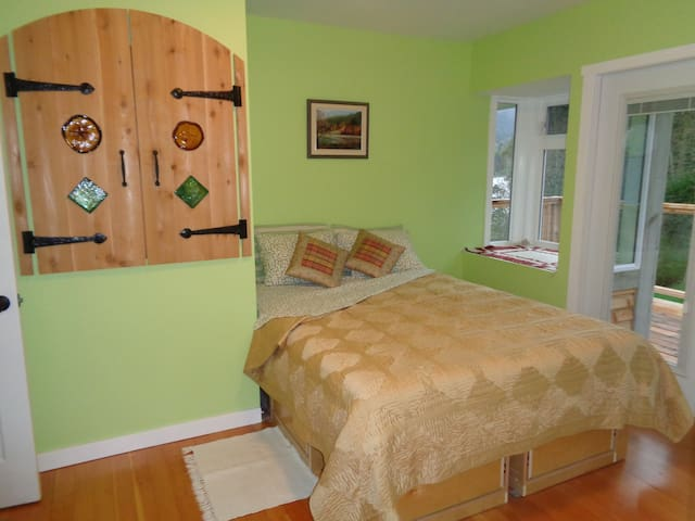 waterfront guest house: Dublin Room - Salt Spring Island - Bed & Breakfast