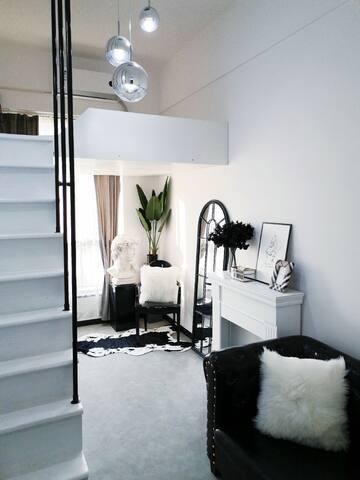 CS·1989 黑白·极简摩登空间 LOFT复式公寓/地铁口/城铁口/地铁直达五一广场、岳麓山