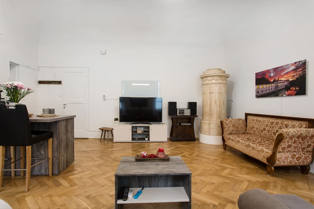 A view of the residence where the baroque style and minimalism are mixed is unforgettable. We also have a huge Big LCD - Smart TV.