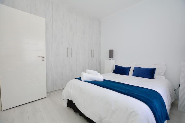 Modern 2 Bedroom Apt + Free Wifi + Balcony +View