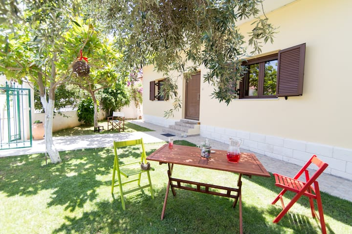 4bedroom house with garden in Platanias,Chania
