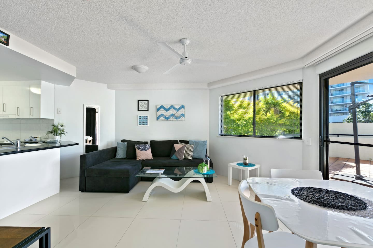 New Apartment in Mooloolaba - large living area
