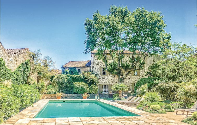 Holiday cottage with 6 bedrooms on 450m² in Thezan des Corbieres