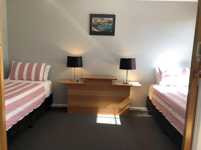 Second bedroom/2 Single beds