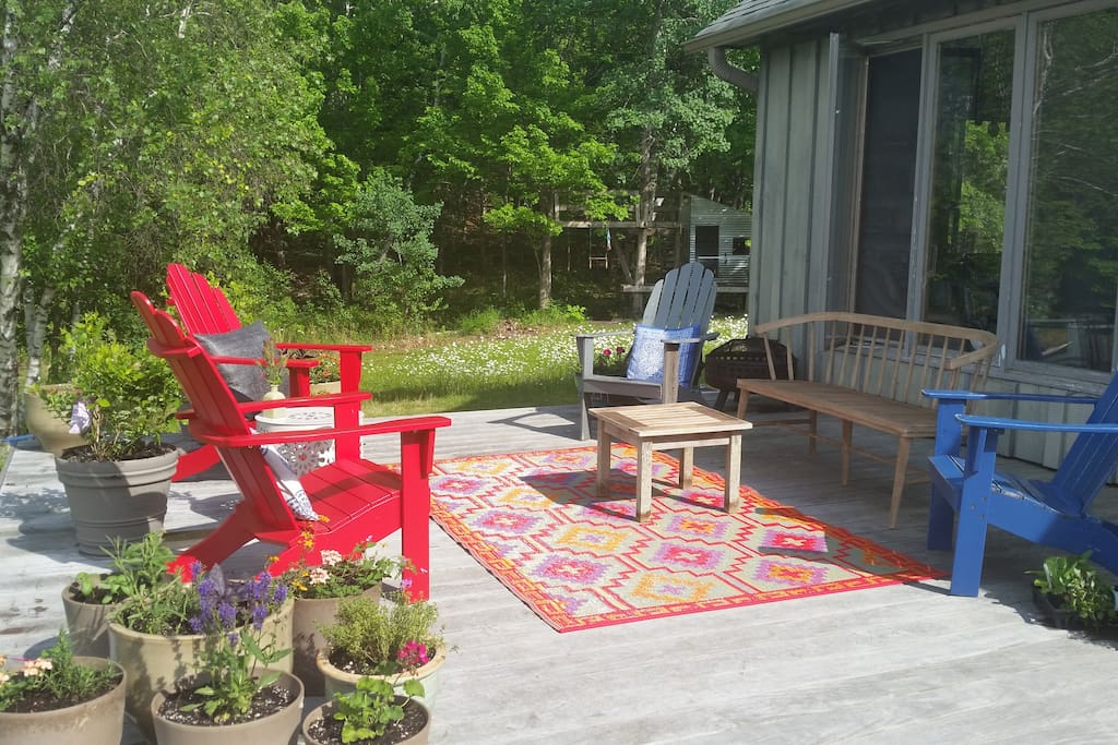Deck seating area with firepit (can be moved)