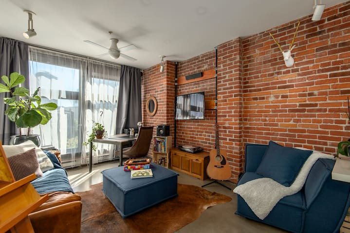 Gastown loft with parking