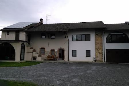 MONOLOCALE IN UNA CASCINA SECENTESCA RISTRUTTURATA - Boves - Dom