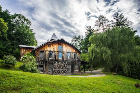 The Barn at Fines Creek Farm (Weddings & Events) - Clyde