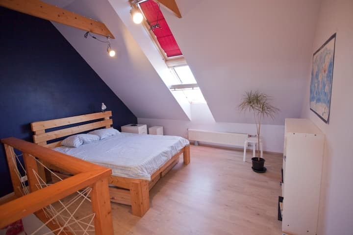 Penthouse, 5 min walk to Old Town, free parking