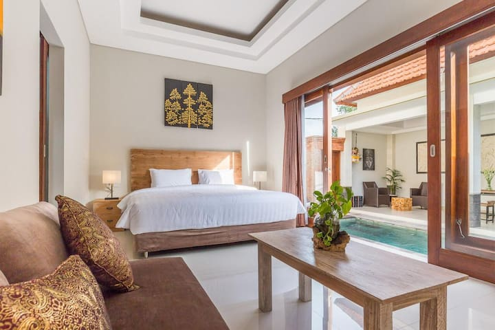 Bedroom and pool