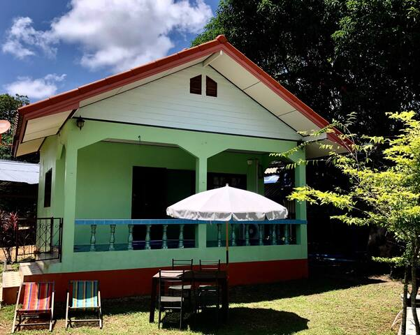 Green bungalow 200 meters from the sea