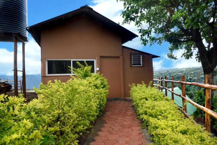 Premium Wooden Cabin Overlooking the valley - Bhilar - Chalet