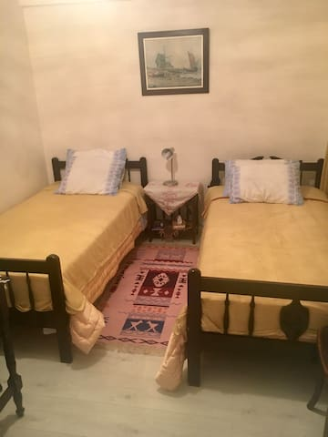 Bedroom with 2 seperate beds
