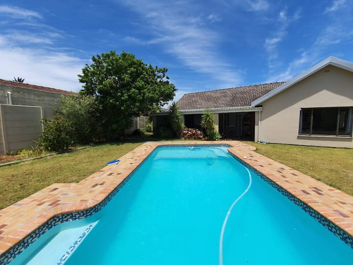 *New Listing* Mountain View home with pool