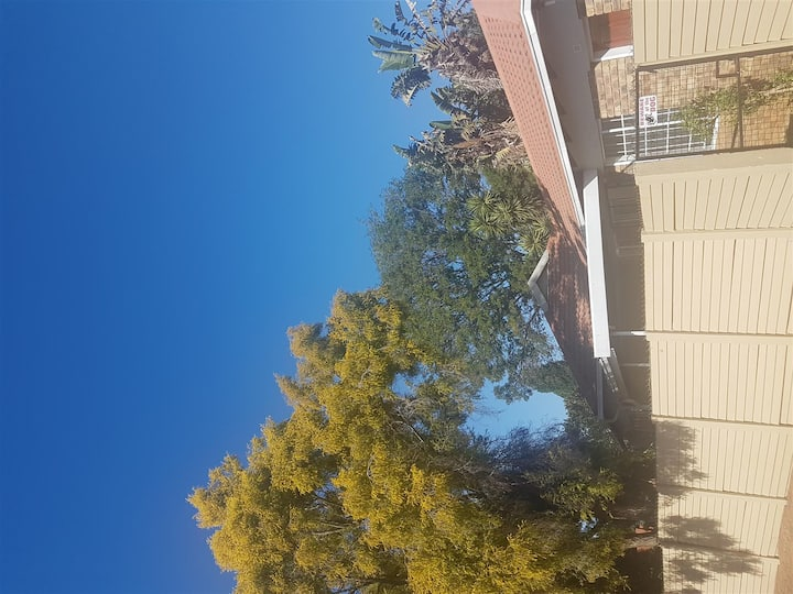 Lovely 2 bed 1 bath townhouse